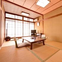 *和洋室(客室一例)/和室と洋室の両方をお愉しみ頂ける客室。畳のお部屋で団欒の時をお過ごし下さい。
