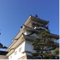 お堀はそのまま、再現された富山城