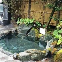 美人湯内の露天風呂