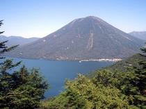 """半月峠から望む""""中禅寺湖""""と""""男体山"""""""