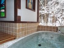 白銀の陶器風呂