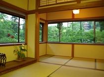 2面に窓のある客室(6畳+4畳)
