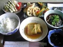 ある夏の朝の、和食  ( 7:30〜9:00  一階食堂でご用意いたしております。)