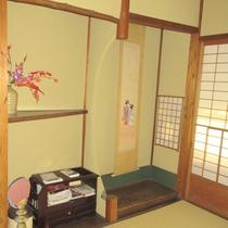【客室】和の趣を感じさせる室内