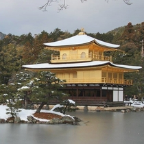 京都有数の観光スポットのひとつ「金閣寺」(宿から徒歩20分)
