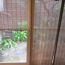 坪庭:窓からの見える風景に心が和みます