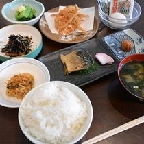 【朝食一例】日替わりで「和食」・「洋食」をご用意!どちらになるかは当日のお楽しみ(※内容はイメージ)