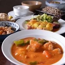 【夕食一例】新潟名物のもち豚料理などのお食事をご賞味ください(※内容はイメージ)
