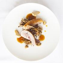 【夕食/一例】お肉料理は、県内産の宮古牛を始め、豚、鶏など季節替わりでご提供いたします。