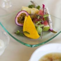 【朝食/一例】デザートには、カラフルで新鮮!そして、珍しい島果実をお召し上がりください