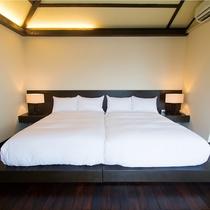【ベッドルーム】セミダブルベッドを寄り合せたハリウッドツイン仕様のベッドルームはローベッドも好評です
