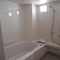 ツインルーム・ダブルルームのバスルームは広々♪トイレはセパレート♪