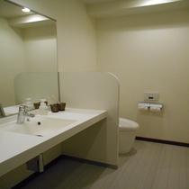 ツイン・ダブルのトイレはセパレート式♪