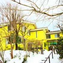 冬景色の当館外観