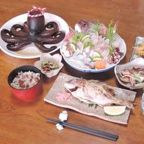 *【夕食一例】その日仕入れる旬の魚介類を使ったお料理です