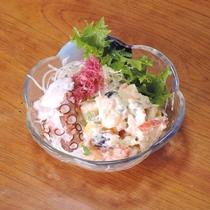 *【お料理一例】海の幸が入ったサラダ