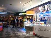 サブウェイや喫茶店もあります♪