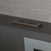 ヘッドボードコンセント【全客室に設置】