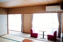 12畳和室 窓