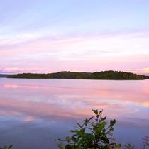 *【周辺】大小13の島々が浮かぶ湖は、リアス式の入江などが広がり、神秘の湖と呼ばれています。