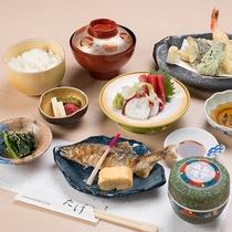 *【夕食(一例)】料理人が思いを込めてお創りする旬の味わいのお料理をぜひご堪能ください。
