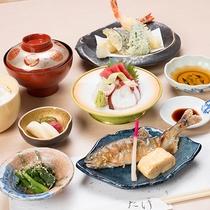 """*【夕食(一例)】併設の酒膳たけにて、季節の食材などを使用し""""和食御膳""""をご賞味ください。"""