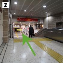 ②階段を直進