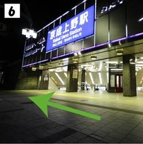 ⑥京成上野駅正面口の前を直進