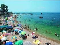 美しい海岸線を一望できる海水浴場までは歩いてすぐ!