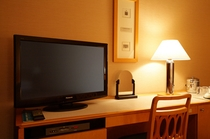 32インチ大型液晶テレビ