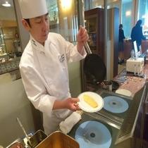 *【朝食】目の前で作るこだわりのオムレツが人気!オークラのシェフが食材に魔法をかけます♪