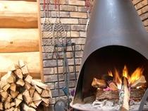 レストラン棟の暖炉