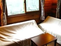 1階ソファーベッドルーム