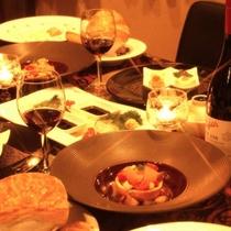 ご夕食では洋食のコースをご用意しています。地産地消にこだわった旬の食材をぜひごゆるりとご堪能ください