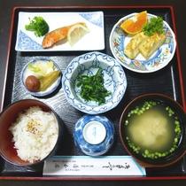 【朝食一例】ご飯や味噌汁など温かい和定食