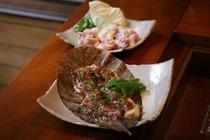 【夕食】古里庵おススメの地鶏朴葉(ほおば)焼きもコースにつきます。一度食べると病みつきに!