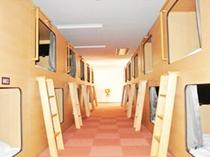 【カプセルルーム】スタンダードタイプ全40室に19型液晶テレビ完備
