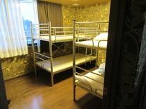 2段ベッドの1台 ドミトリー4名相部屋 4階 room4年1組