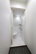 4階 シャワールーム お着替えを入れる箱があります。 シャンプー・リンス・石鹸は備え付けてありません