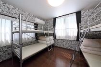 2段ベッドの1台 ドミトリー4名相部屋 4階 room4年2組