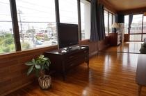 2階にあるお部屋からの大きな窓からの眺め