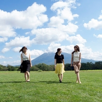 *近くには、「蝦夷富士」ともよばれる羊蹄山が眺められる草原もあります。