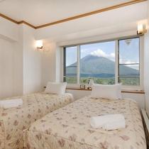 *2ベッドルームデラックスまたはプレミアム室内一例/お部屋の向きにより羊蹄山を拝めることも!