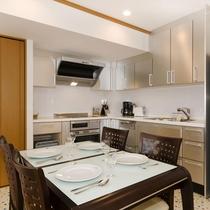 *2ベッドルームデラックスまたはプレミアム室内一例/L字のキッチンは使い勝手が良いと好評!
