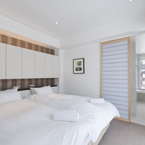 *2ベッドルームプレミアム室内一例/ツインまたはダブルベッドの寝室