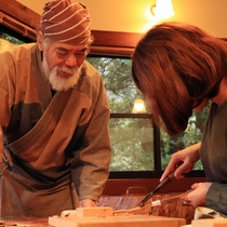 【箸づくり体験】世界遺産の島で、途方もない年月を生きた屋久杉を使いで箸づくり。