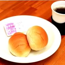【軽朝食】素泊り専用のお宿ですが、ご希望の方には、朝食にパンと温かいコーヒーをサービスしてます♪