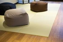 共用ラウンジ 琉球畳とクッション