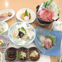 *【夕食一例】山海の幸をバランスよく盛りこんで