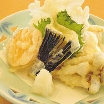 *【天ぷら盛り合わせ】季節の野菜などを使用
